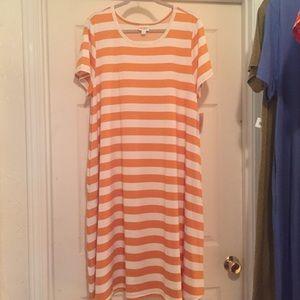 LuLaRoe NWT 2xl Jessie Dress w/pockets. Gorgeous